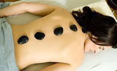 Kamienie podgrzewane w specjalnych urządzeniach używa się do masażu ciała, a także do akupresury. W