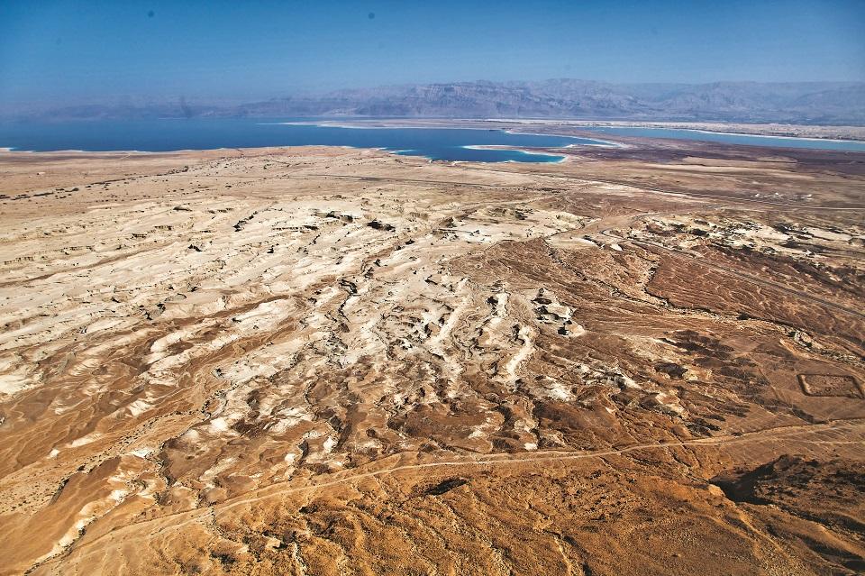 Widok z Masady na pustynię otaczającą Morze Martwe