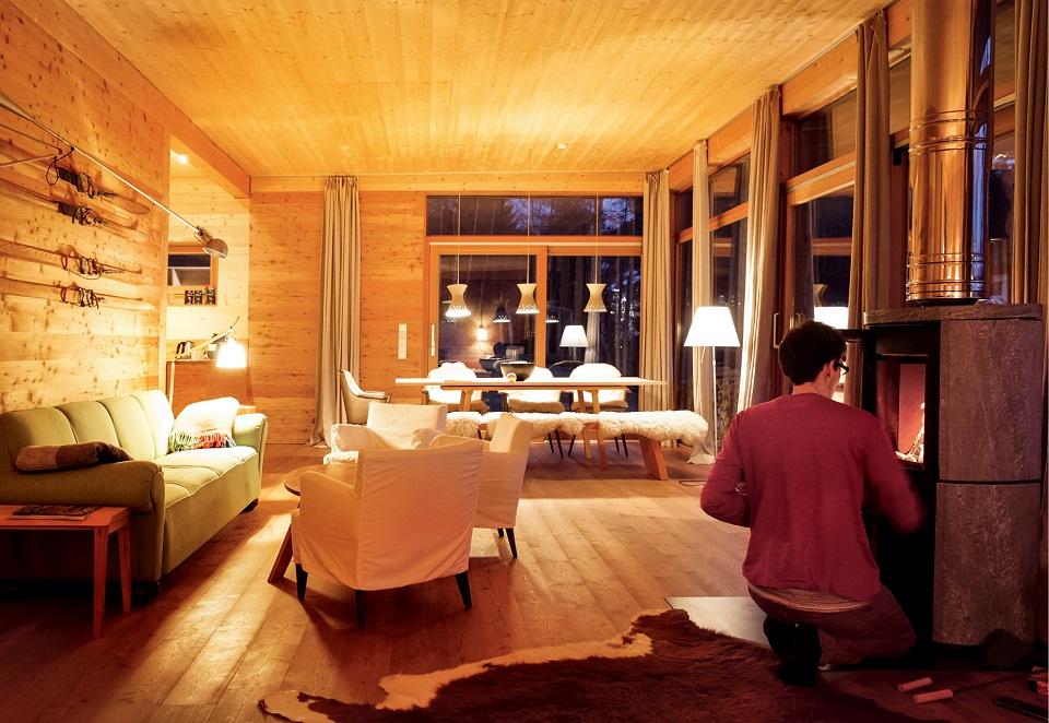 Wnętrza pensjonatu Haus Hirt łączą górskie motywy i współczesny design